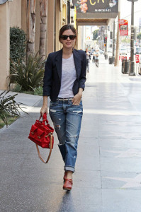 38299, HOLLYWOOD, CALIFORNIA - Friday March 5, 2010. Rachel Bilson struts down Hollywood Blvd. in ripped baggy jeans and clogs, sporting a heathered white shirt and navy blazer as she heads into a building. Photograph: Pedro Andrade / Kevin Perkins, PacificCoastNews.com**FEE MUST BE AGREED PRIOR TO USAGE** **E-TABLET/IPAD & MOBILE PHONE APP PUBLISHING REQUIRES ADDITIONAL FEES** UK OFFICE:+44 131 557 7760/7761 US OFFICE:1 310 261 9676